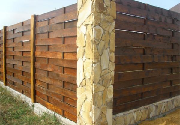 Лакированный забор