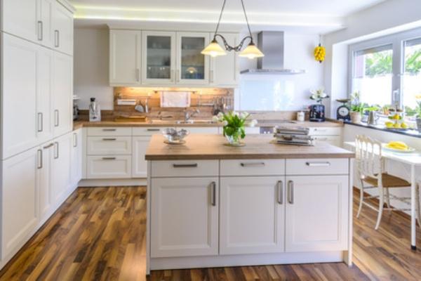 белый на кухне