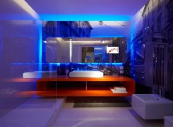 Правильное освещение в синем интерьере